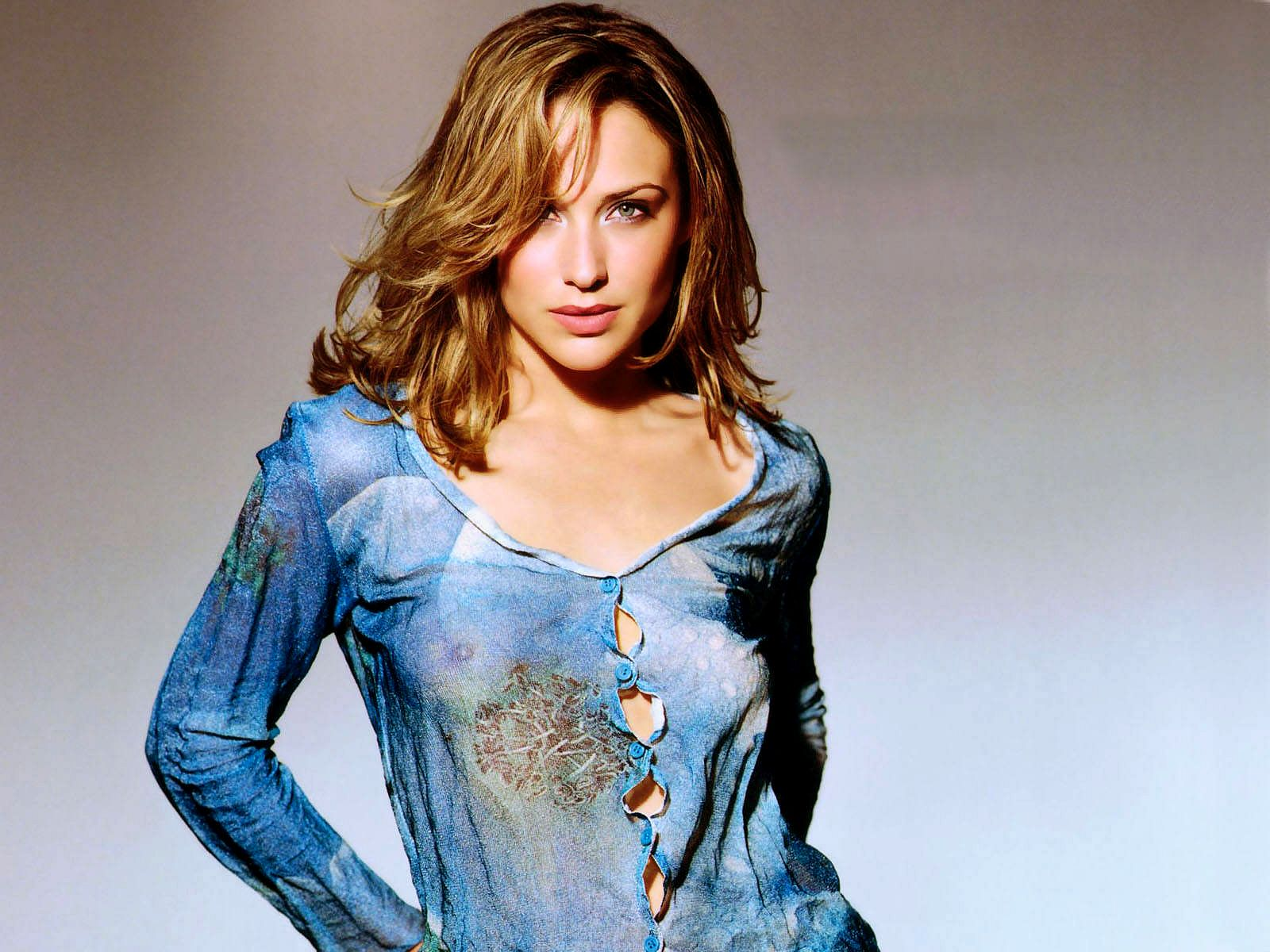 Claire-Forlani-cleavages pic