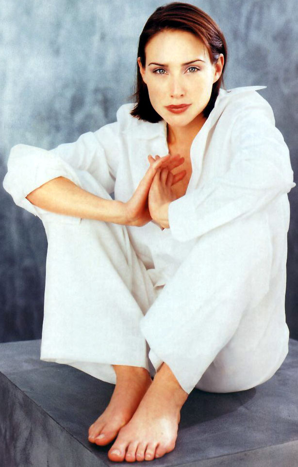 Claire-Forlani-feet awesome