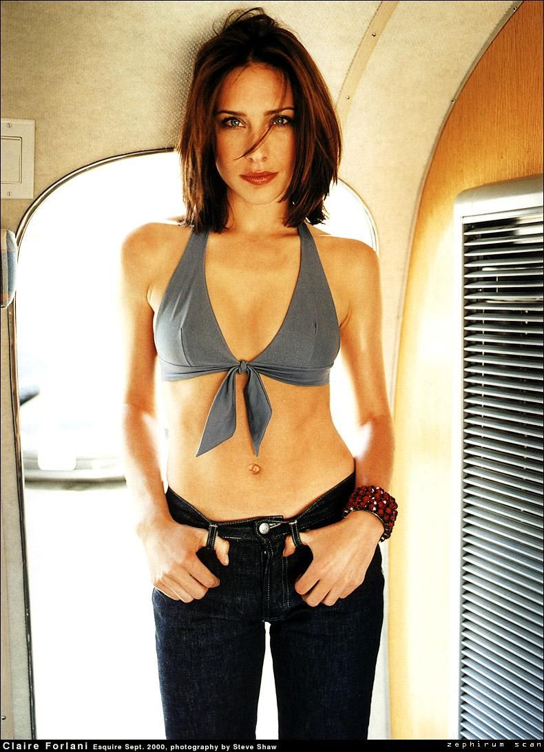 Claire-Forlani-hot cleavages pic
