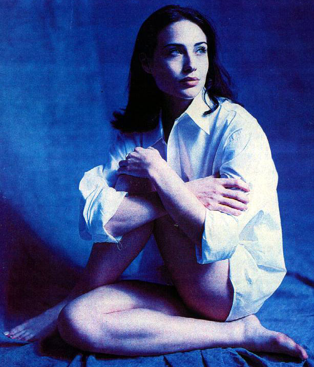 Claire-Forlani-legs hot
