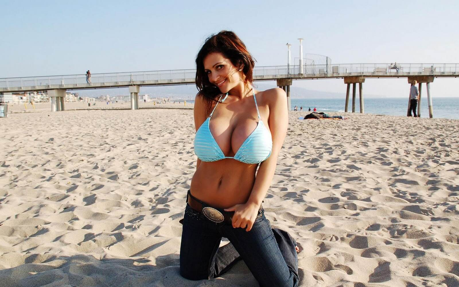 Denise-Milani-At-Sand