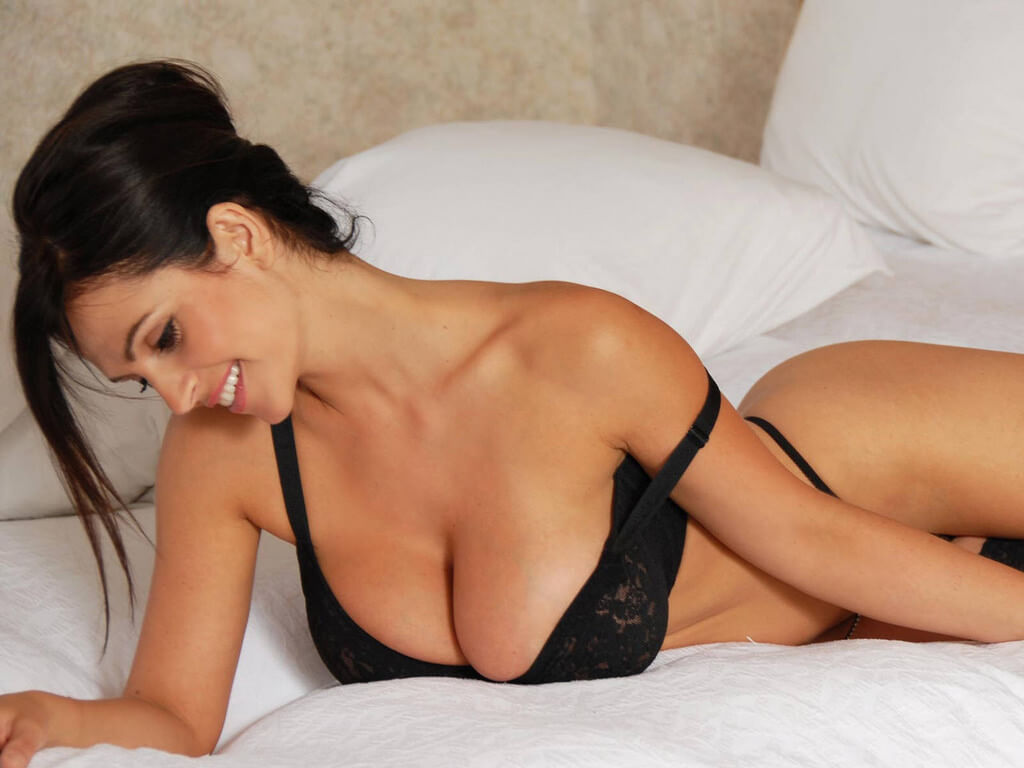 Denise Milani hot cleavages