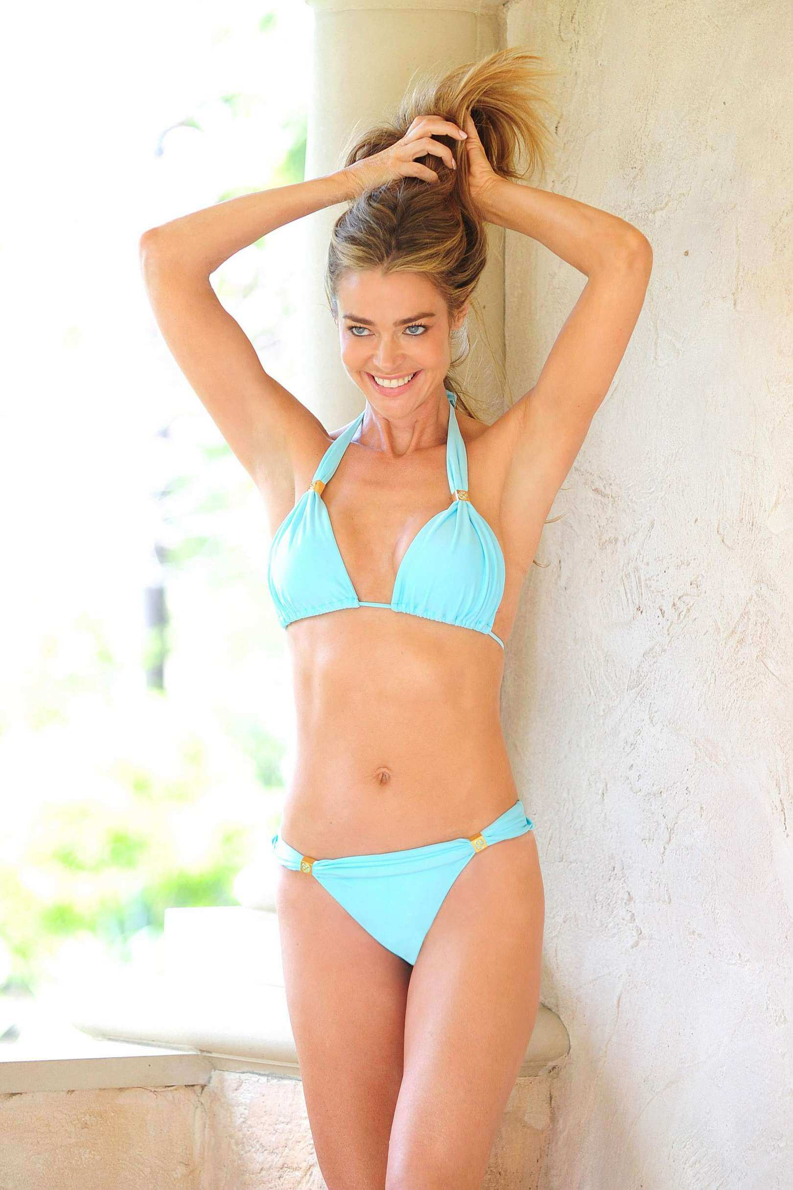 Denise Richards sexy bikini pic