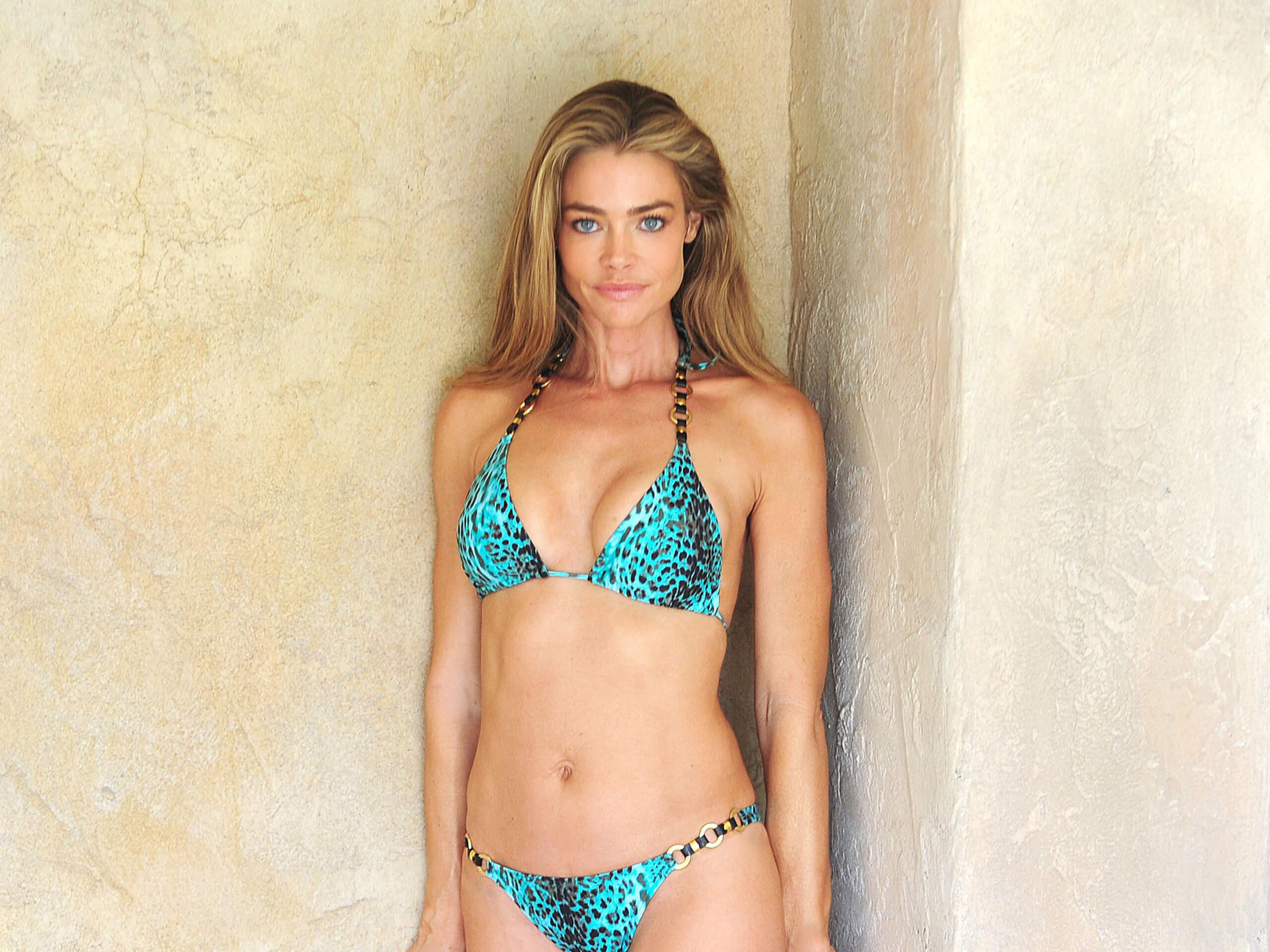 Denise Richards sexy green bikini