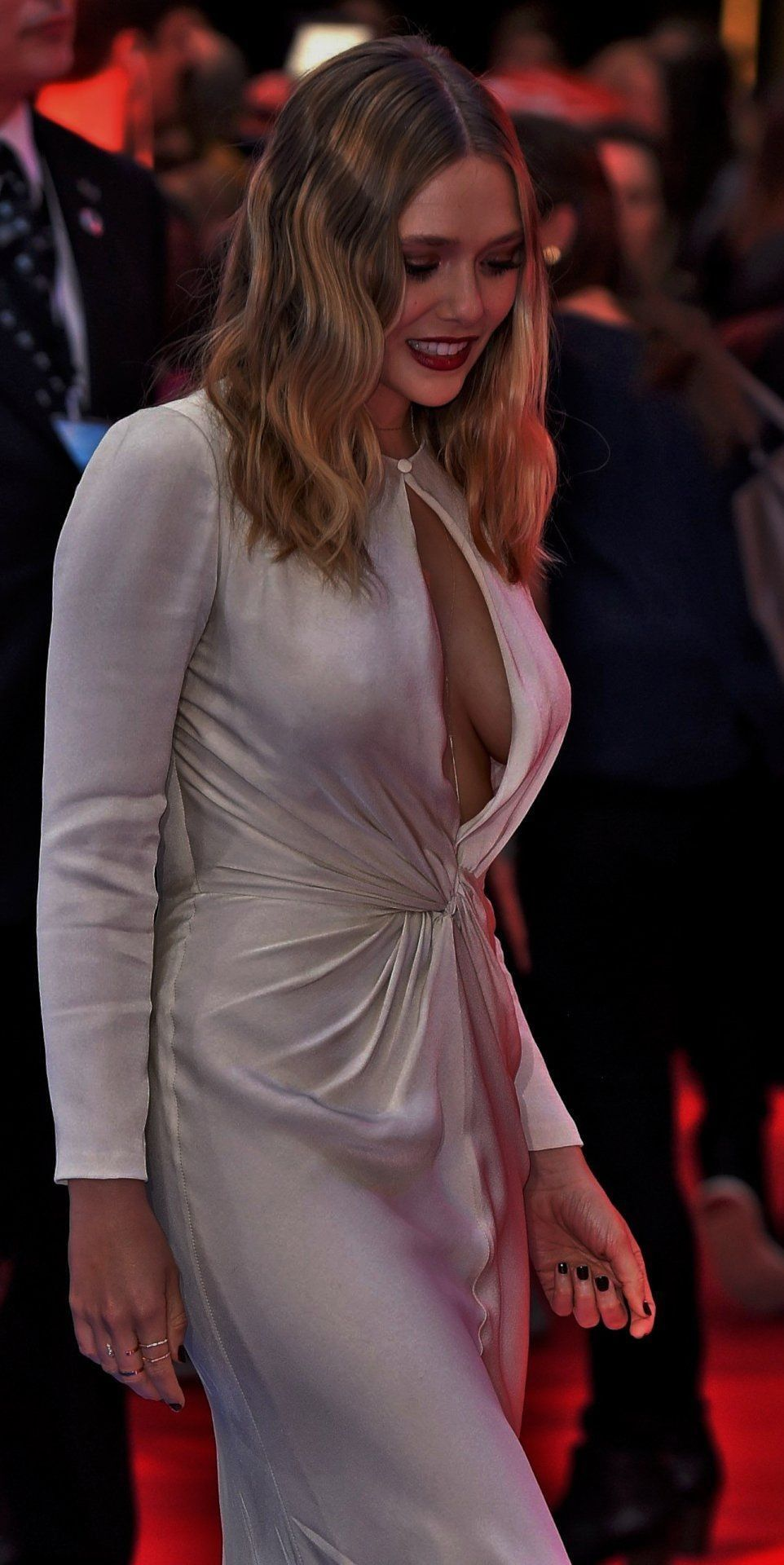 ELizabeth Olsen sexy side boobs