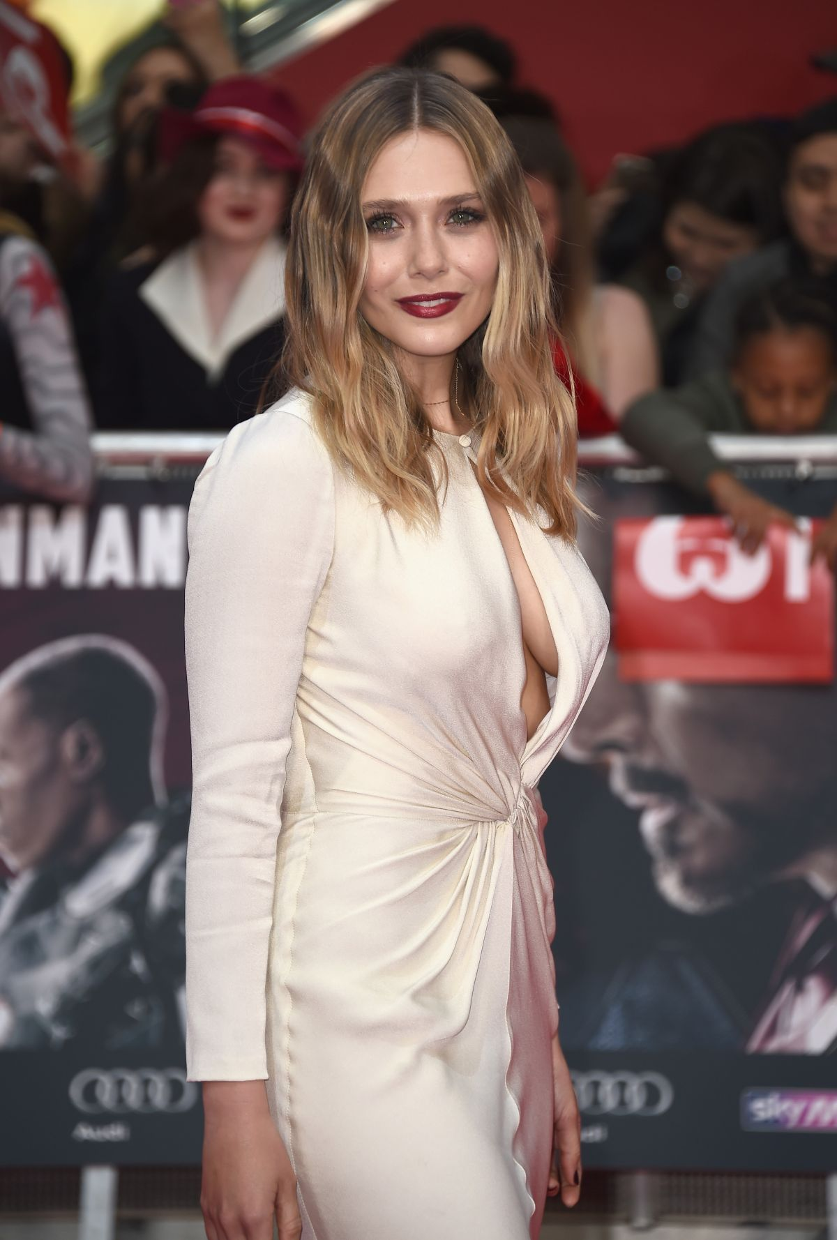ELizabeth Olsen side boobs