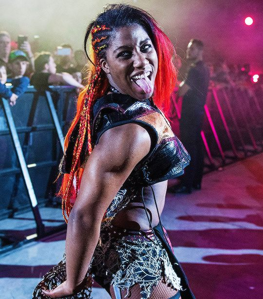 Ember Moon booty