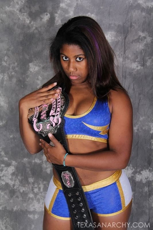 Ember Moon cleavages pics