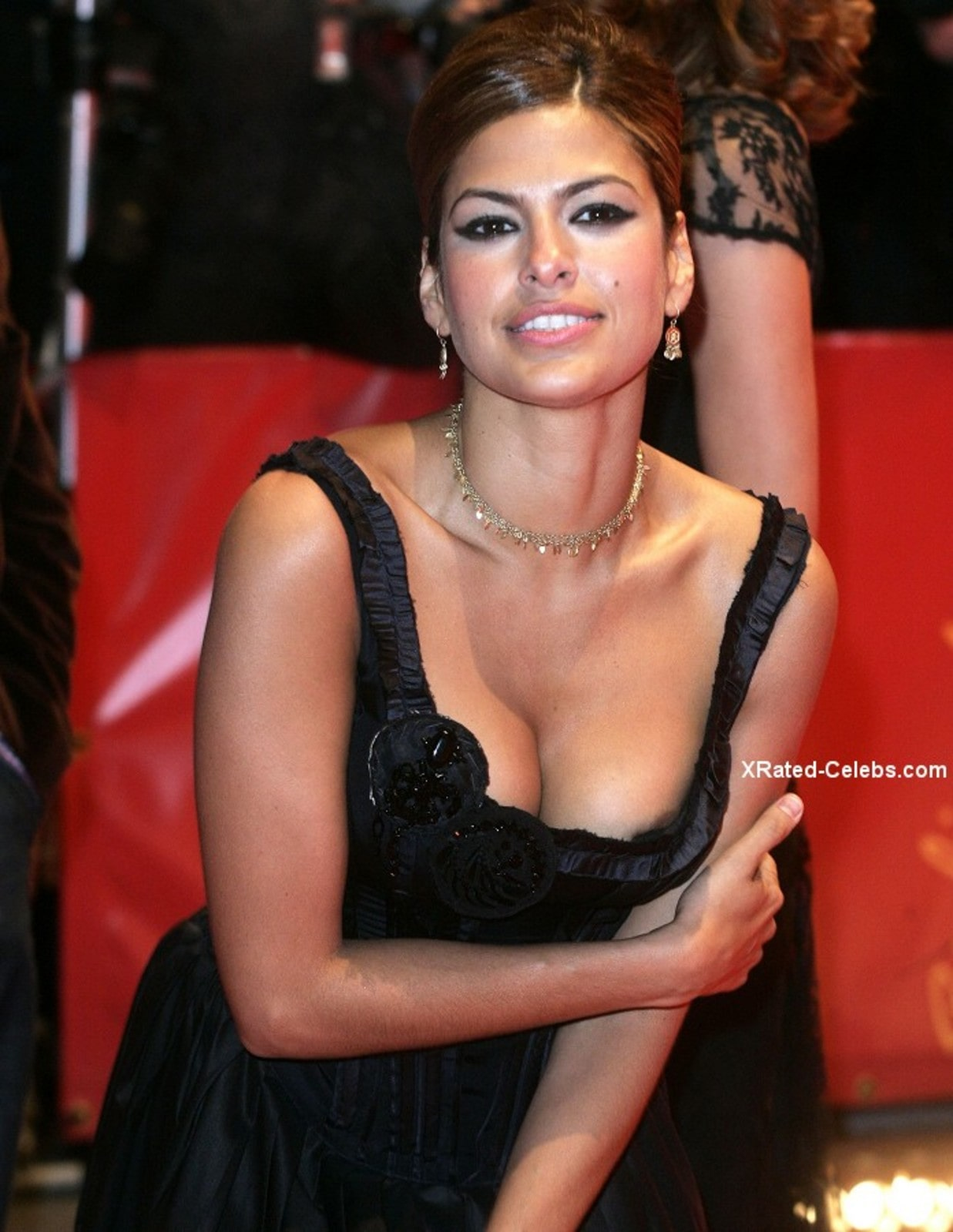 Eva Mendes Sexy Boobs Pictures in Black Dress