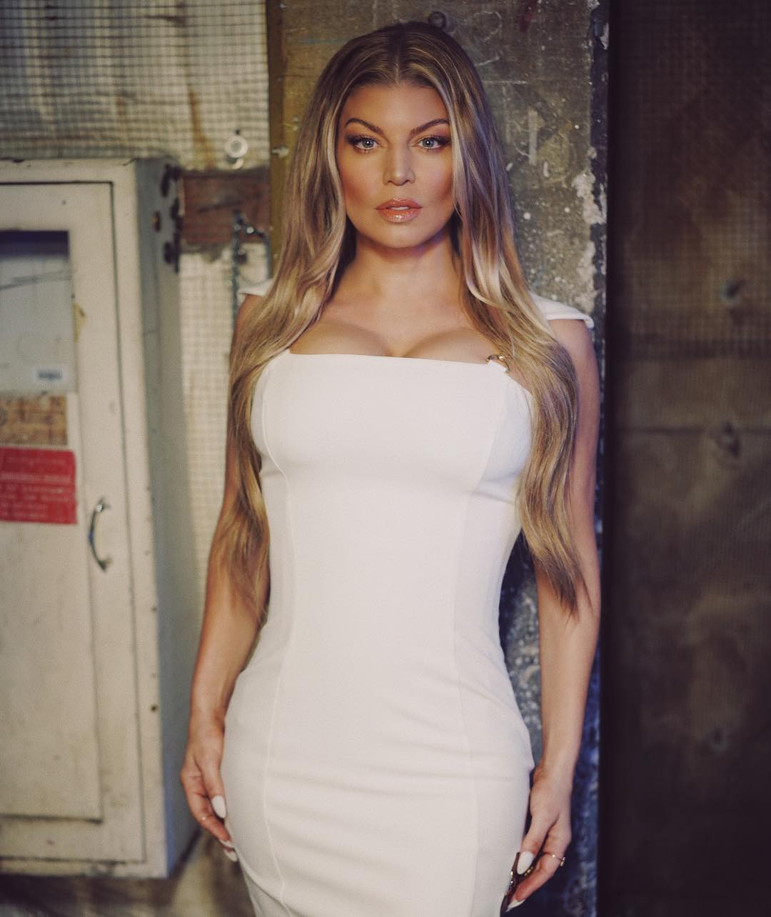 Fergie sexy white dress