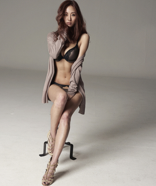 G NA K Hot in Black Bikini
