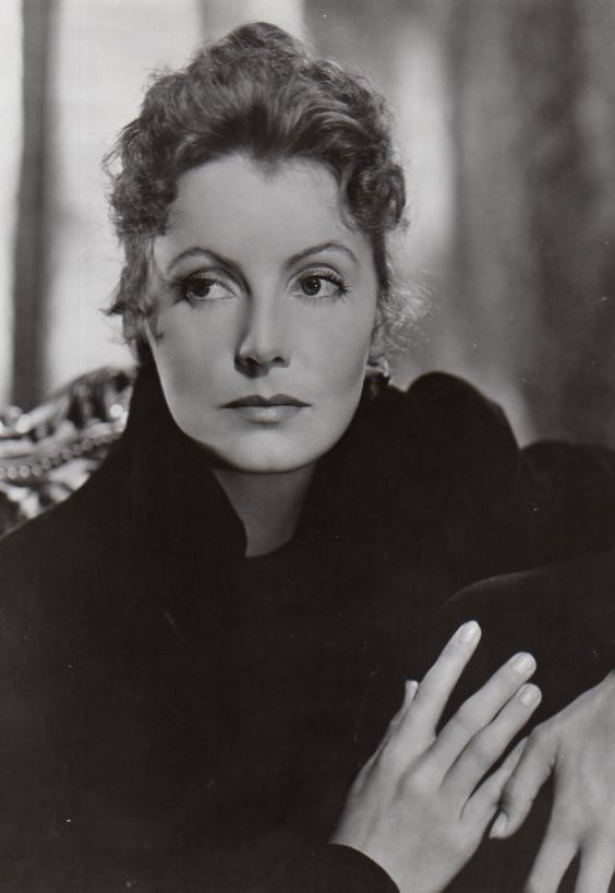 Greta Garbo sexy photos