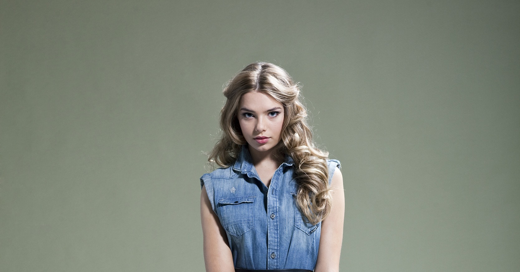Indiana Evans awesome photo