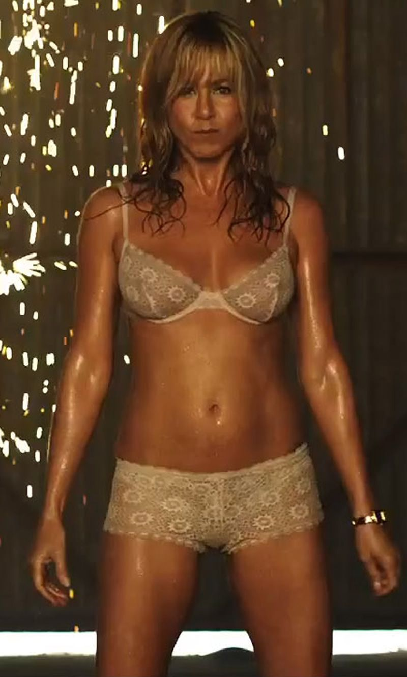 Jennifer Aniston cleavages pic