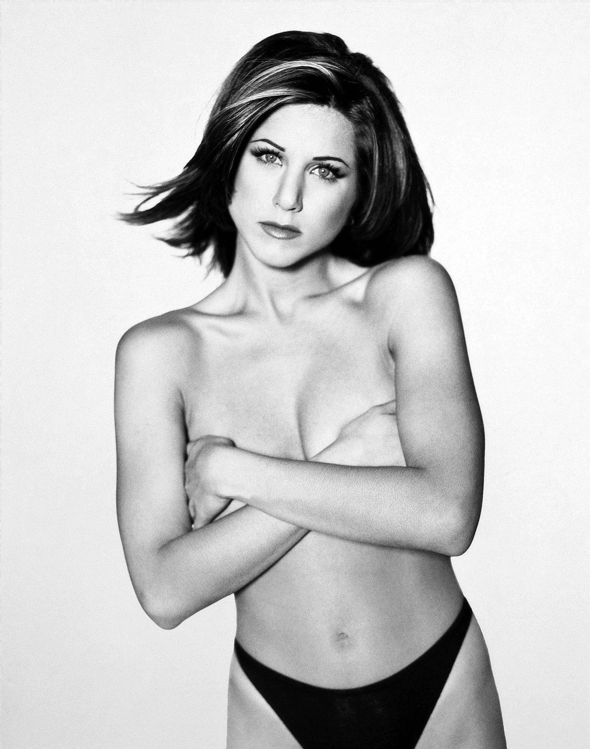 Jennifer Aniston topless (2)