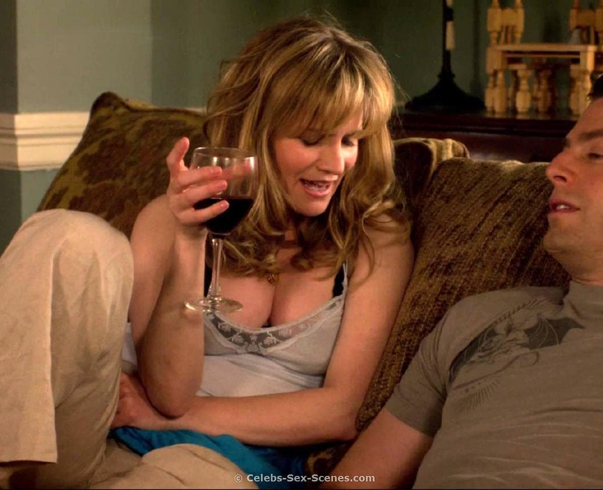 Jennifer-Jason-Leigh hot cleavages pic