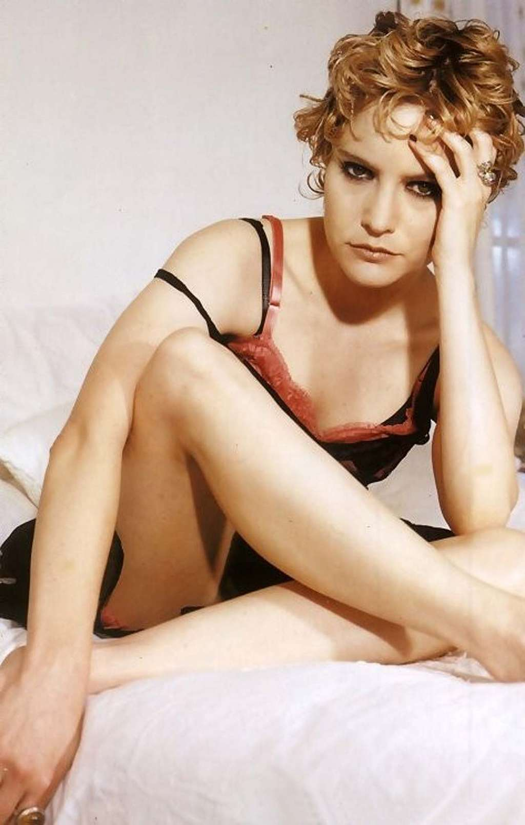 Jennifer-Jason-Leigh hot pictures (2)