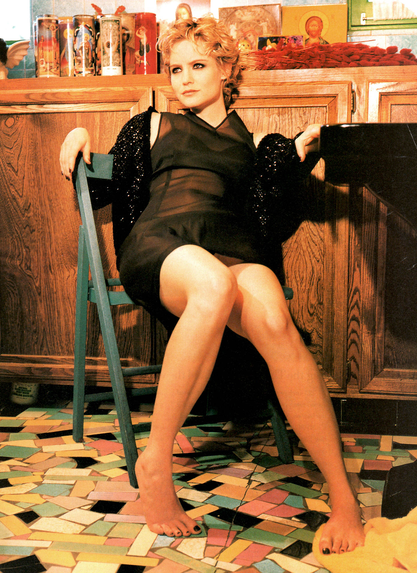 Jennifer-Jason-Leigh sexy thighs
