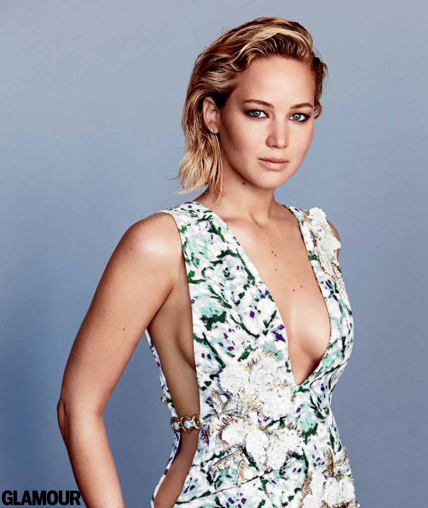 Jennifer Lawrence cleavages awesome