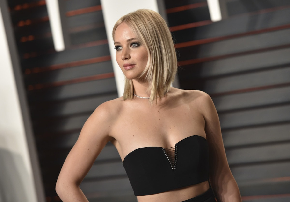 Jennifer Lawrence hot cleavages