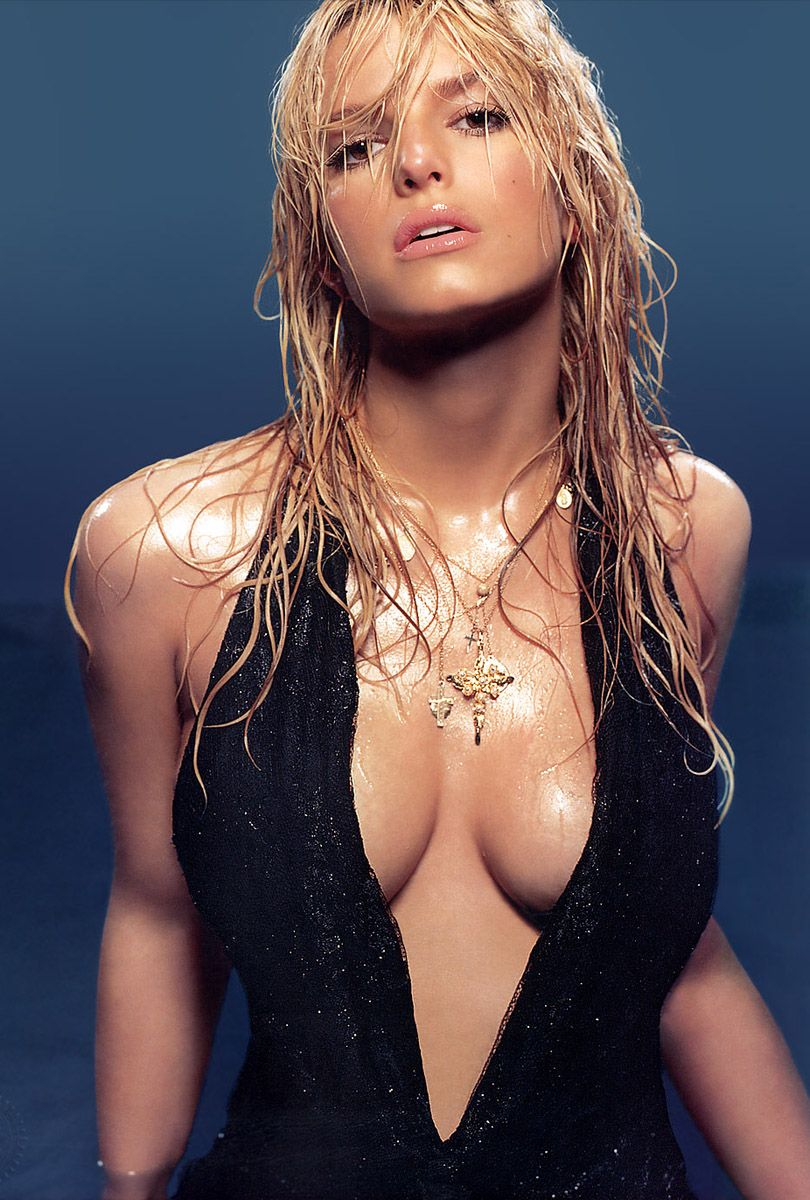 Jessica-Simpson-Sexy-Boobs-Pictures-in-B