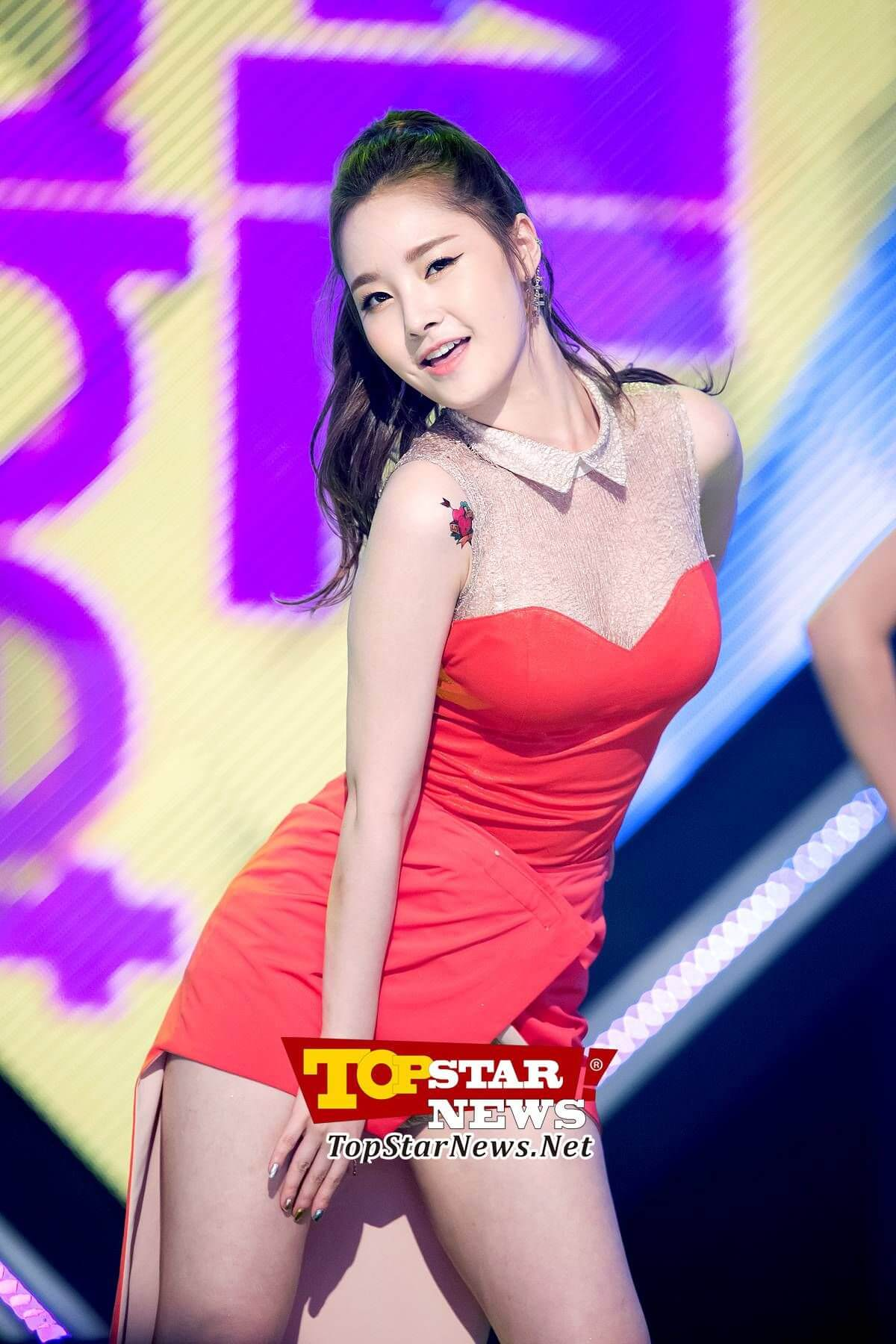 Jiyul – Dal Shabet short red dress