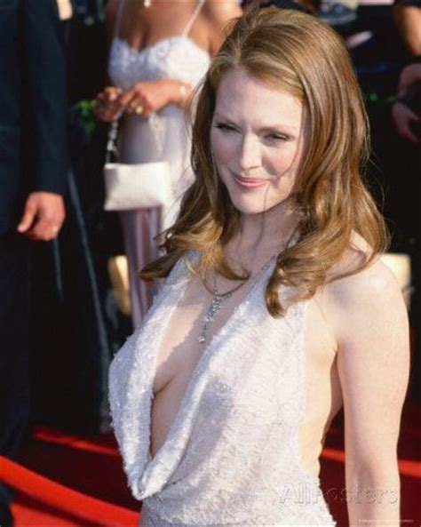 Julianne Moore damm hot