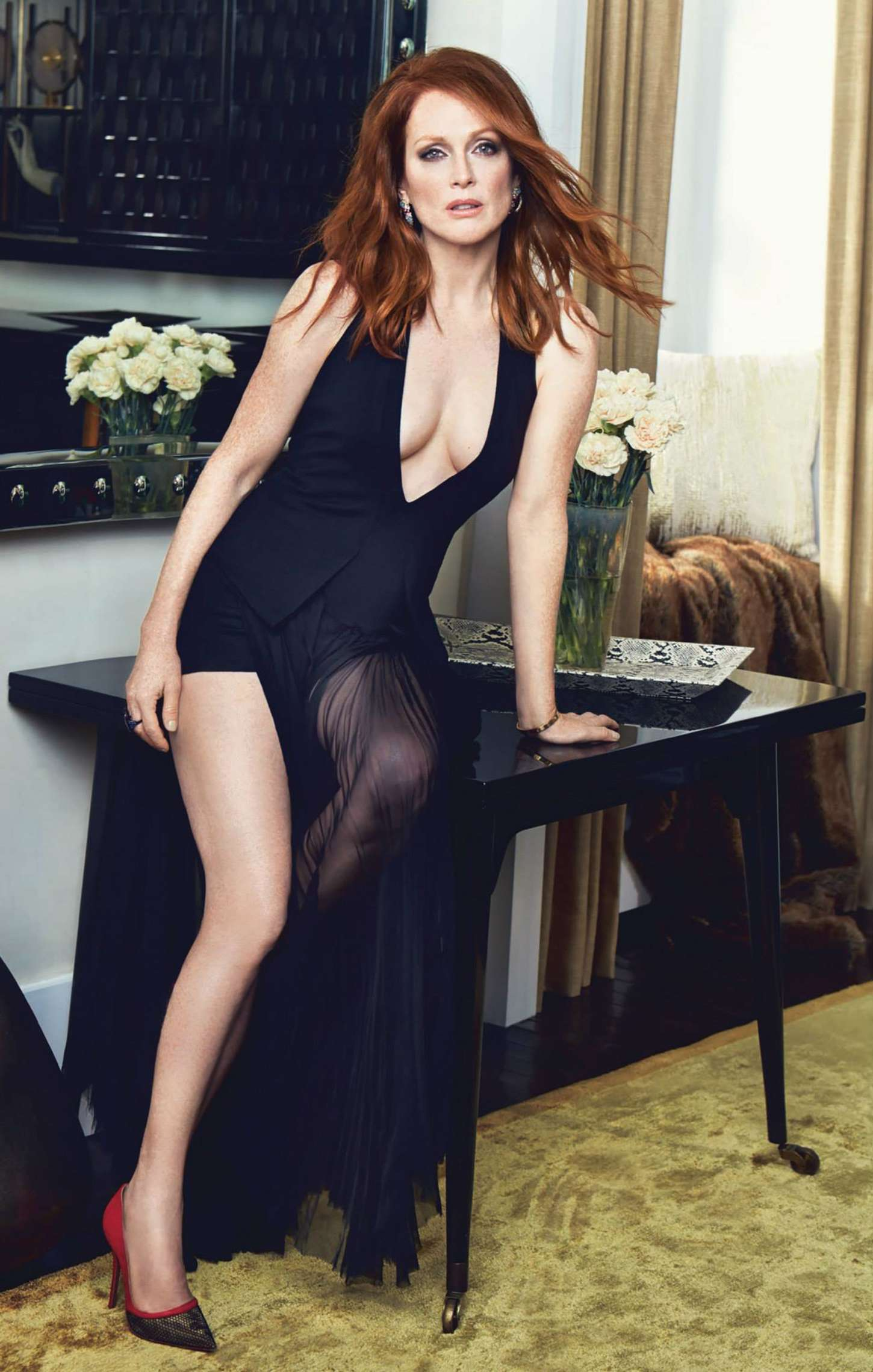 Julianne Moore hot and sexy pic