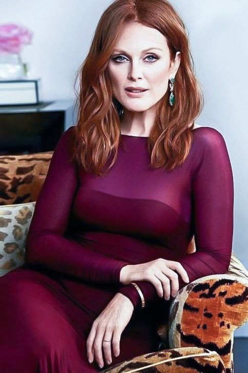 Julianne Moore sexy lady photo