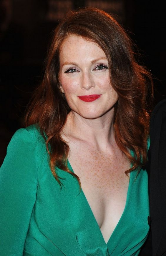 Julianne Moore sexy lady pic