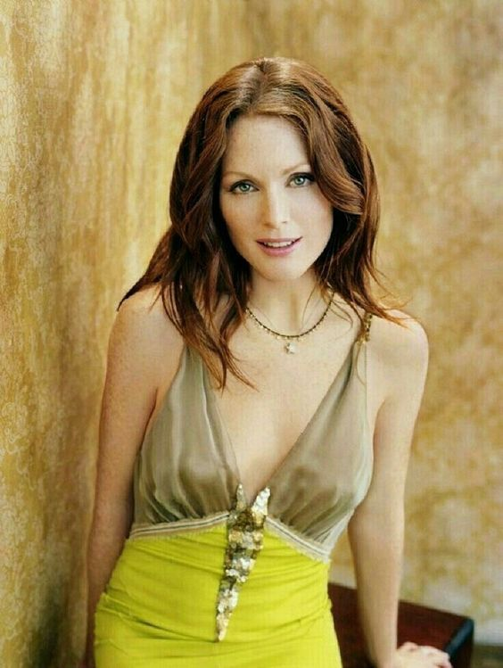 Julianne Moore sexy women picture