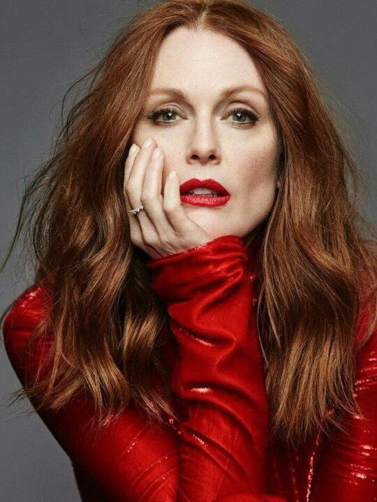 Julianne Moore too hot