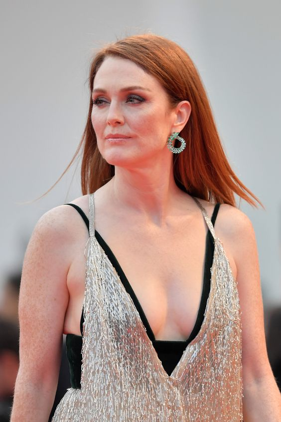 Julianne Moore too sexy photo