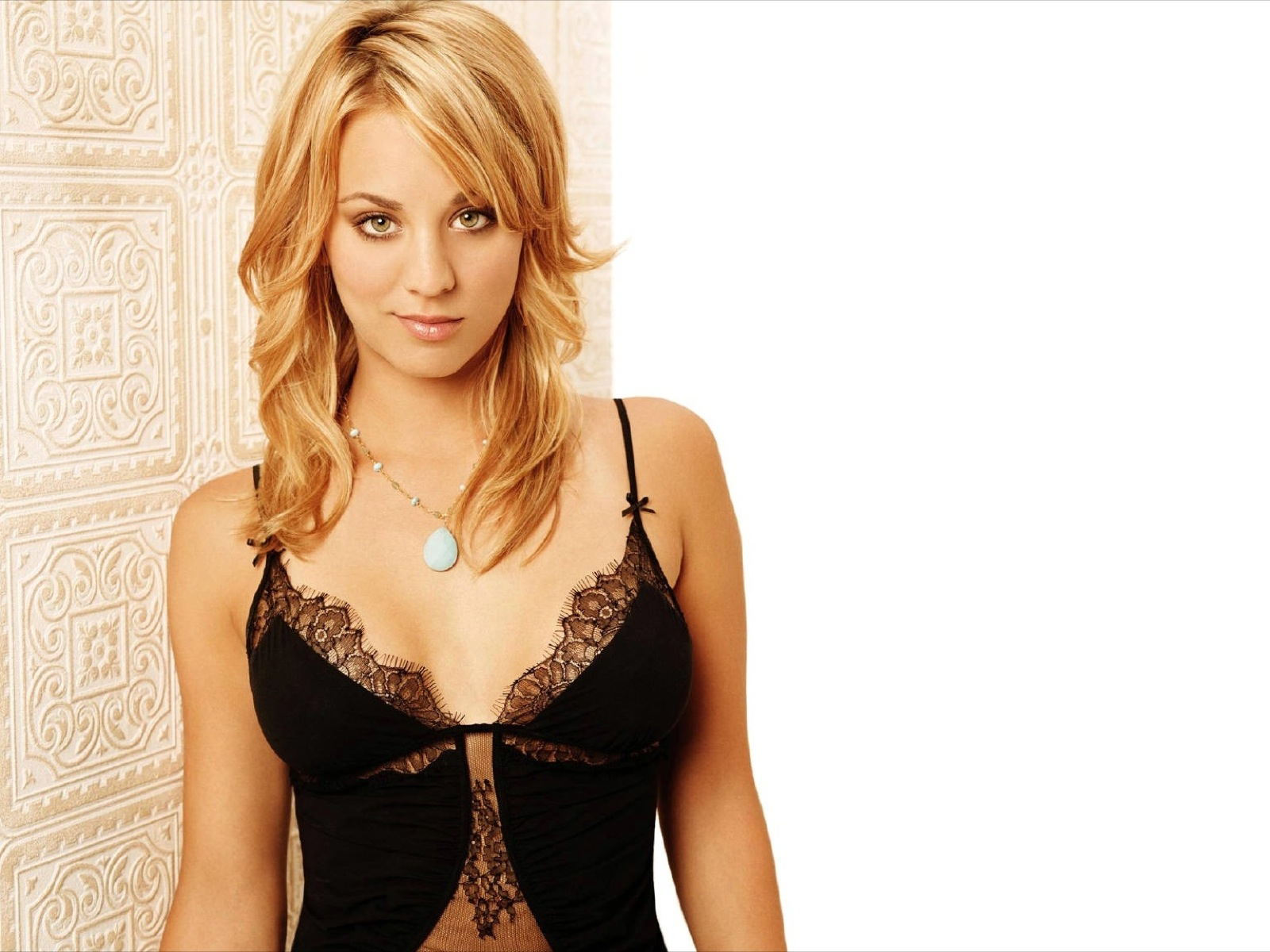 Kaley Cuoco hot picture