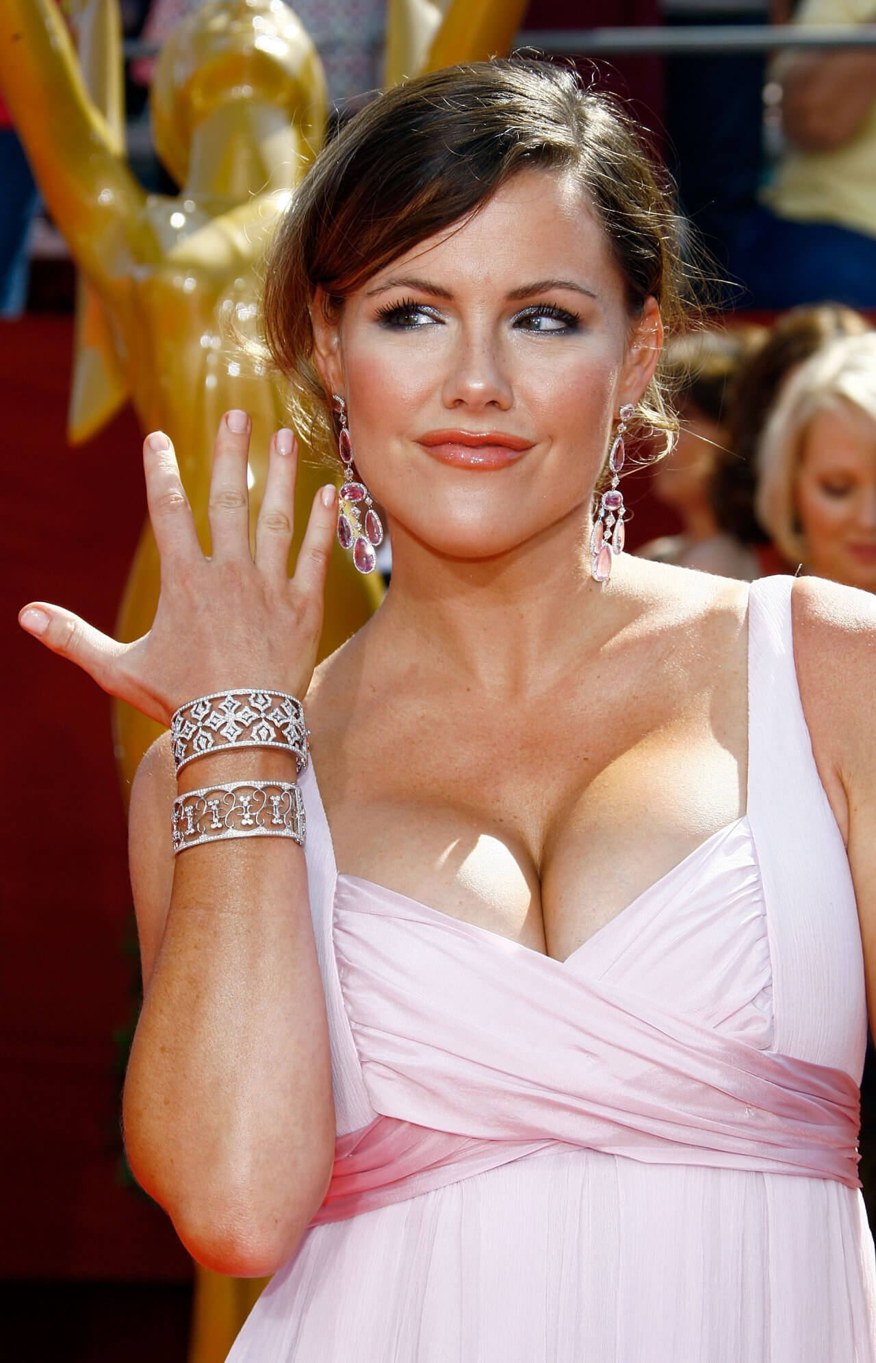 52 Hot Pictures Of Kathleen Robertson Are Going To Cheer