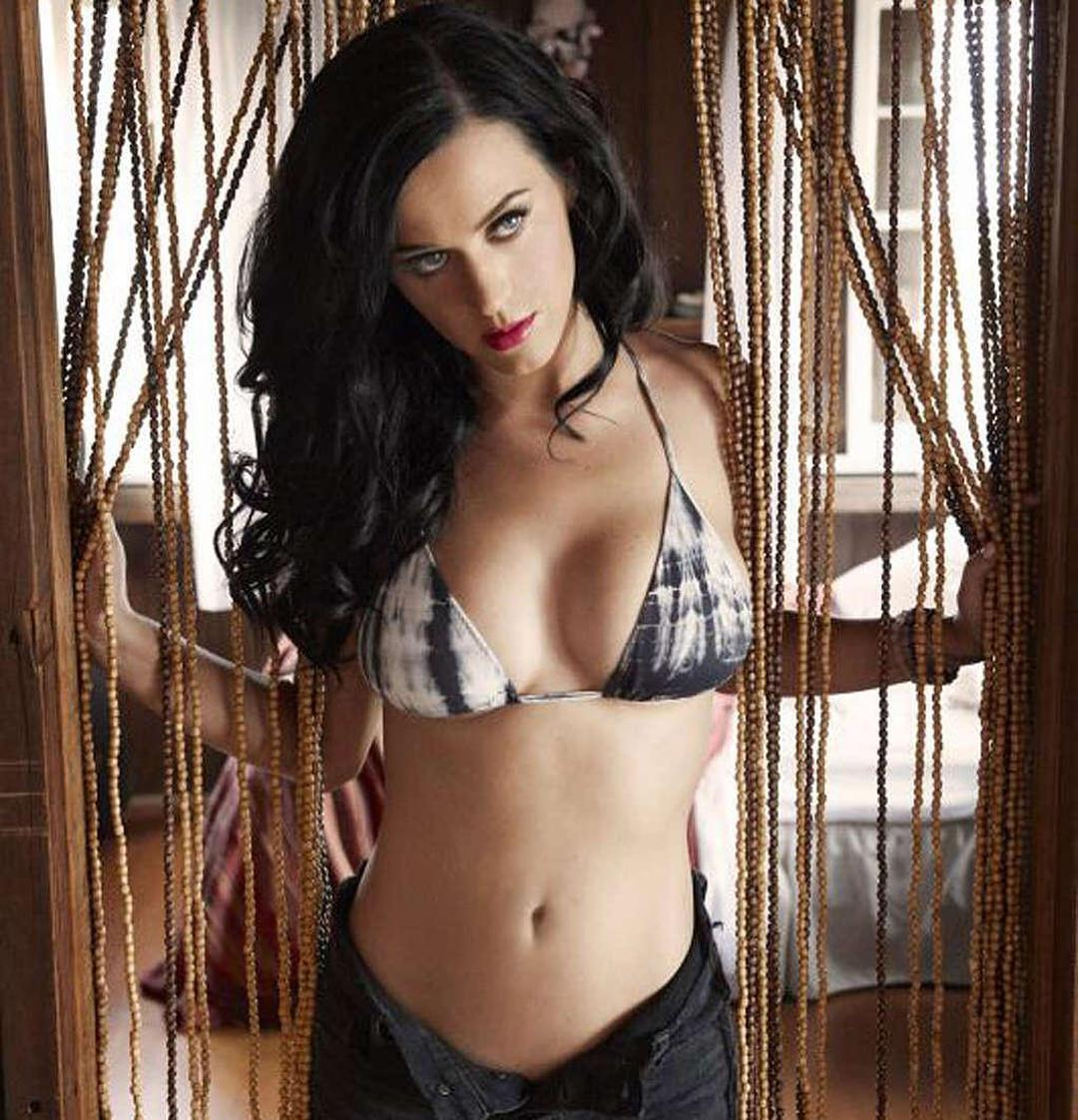 Katy Perry awesome cleavages 1