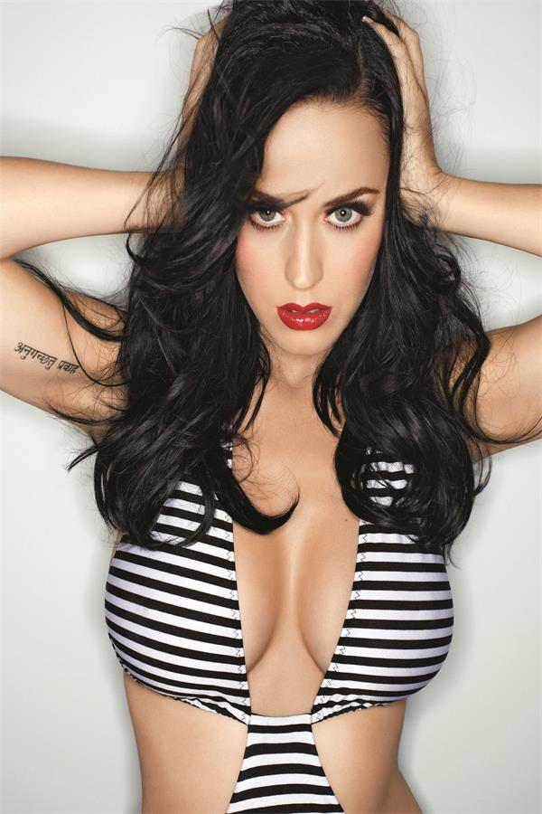 Katy Perry awesome cleavages 2