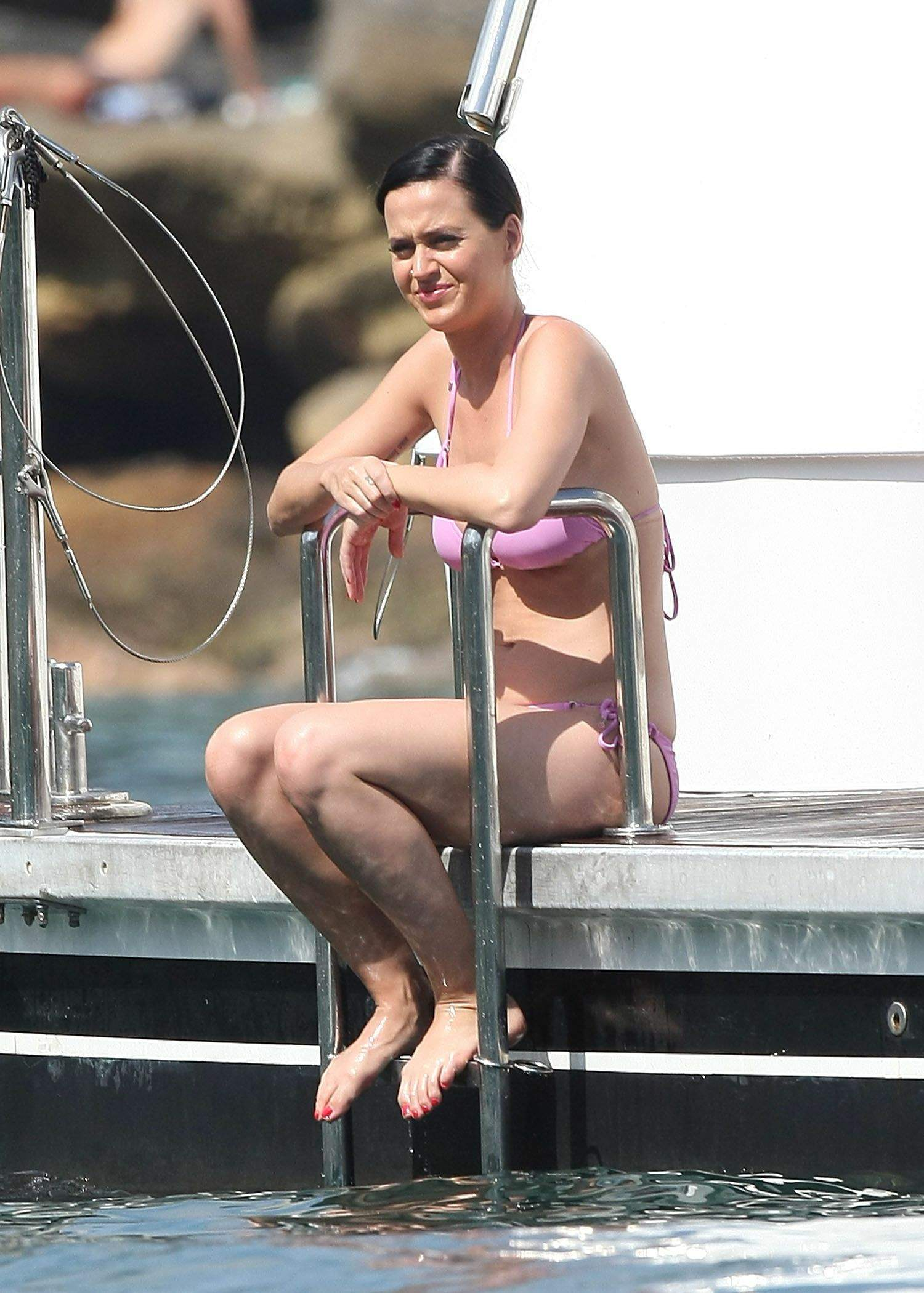 Katy Perry feet sexy pictures