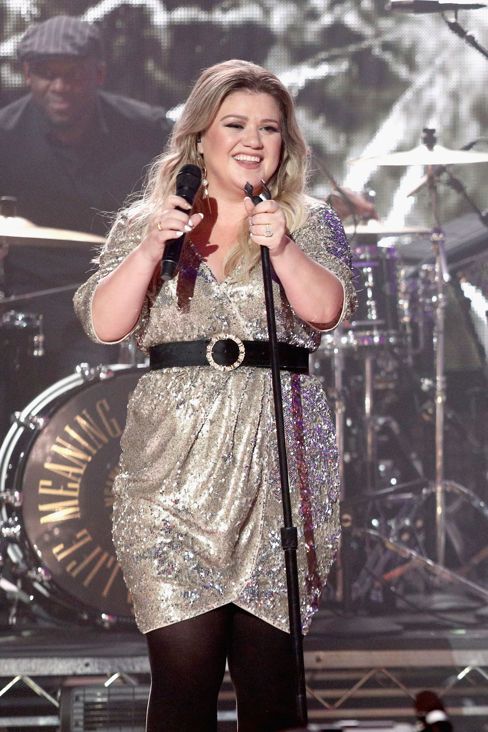 49 Hot Pictures Of Kelly Clarkson Which Will Hypnotise You