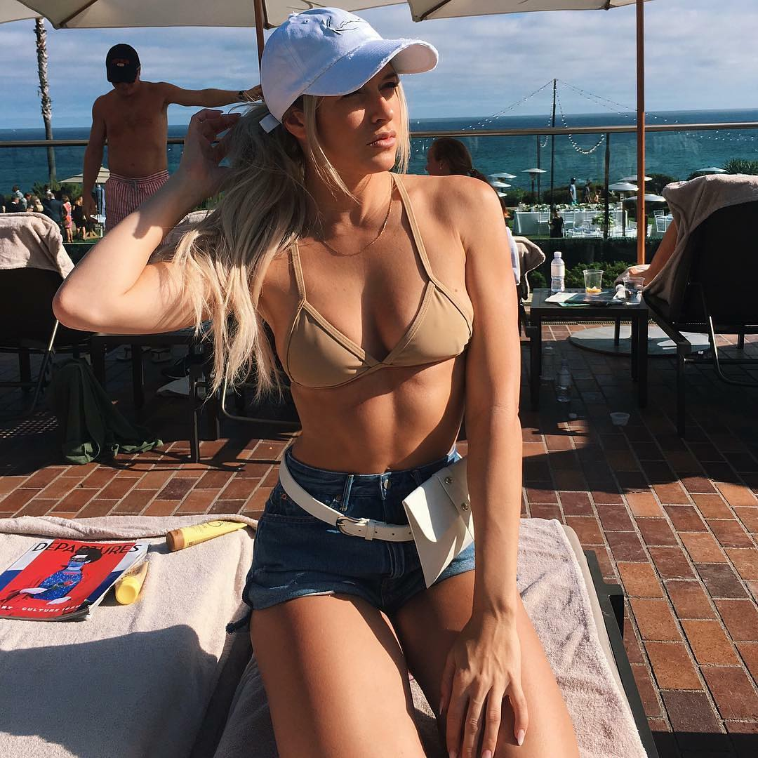 Kelly Kelly sexy busty picture