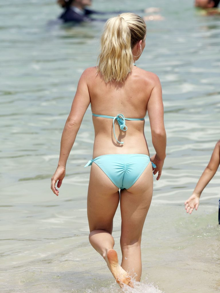 Kendra wilkinson shows she's still got what it takes