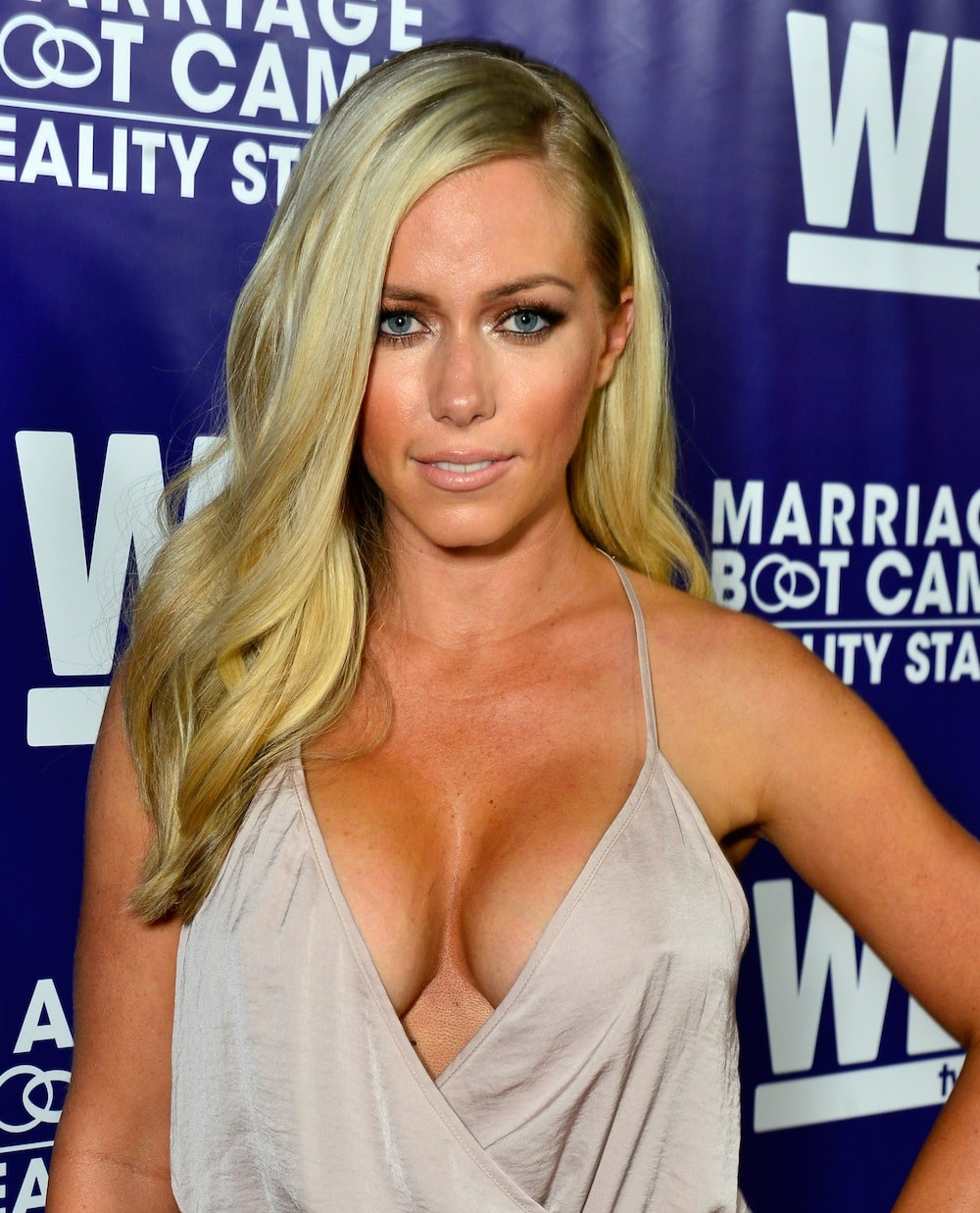 Kendra Wilkinson cleavages hot