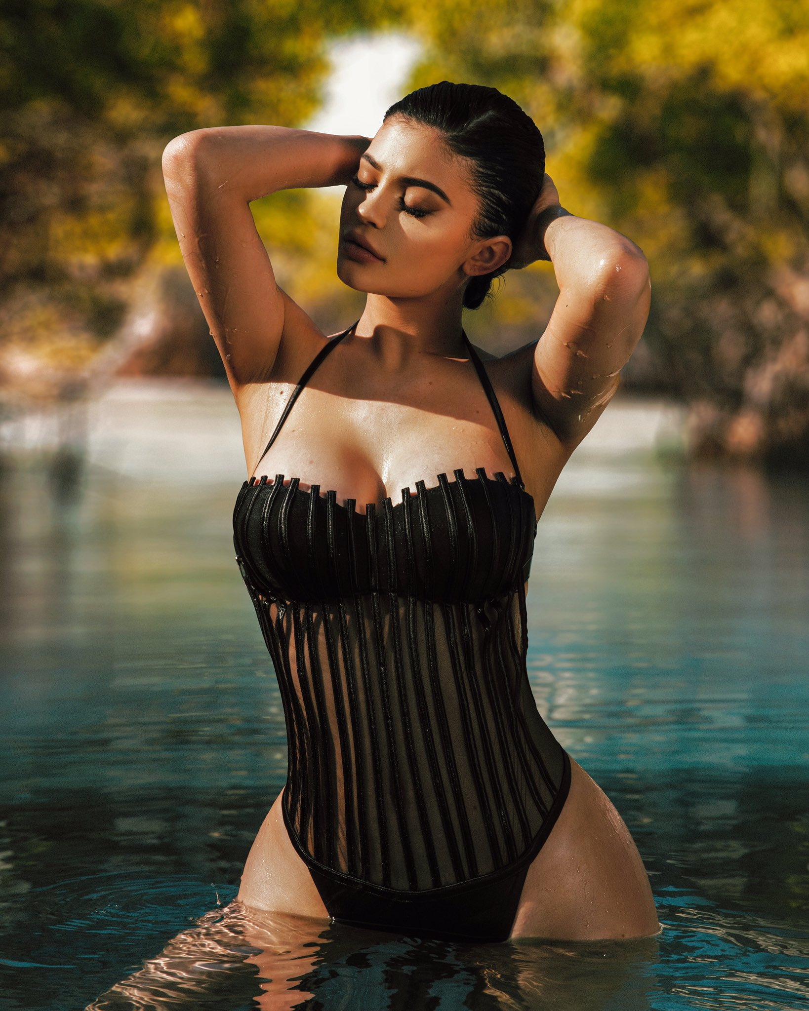 Kylie Jenner sexy lady pic