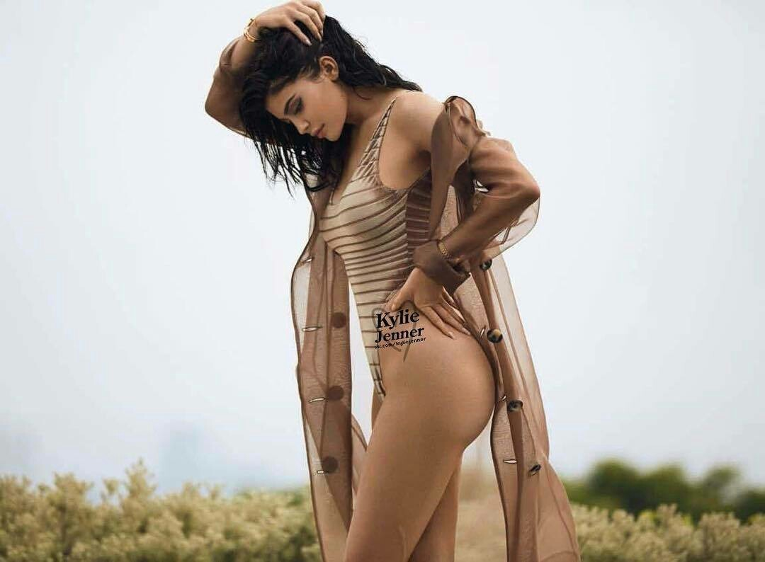 Kylie Jenner too hot pic