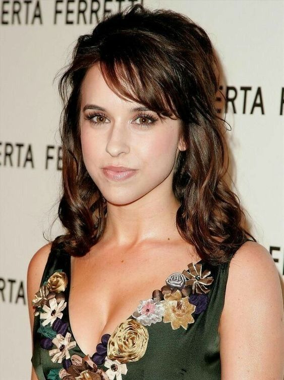 Lacey Chabert hot boobs photo