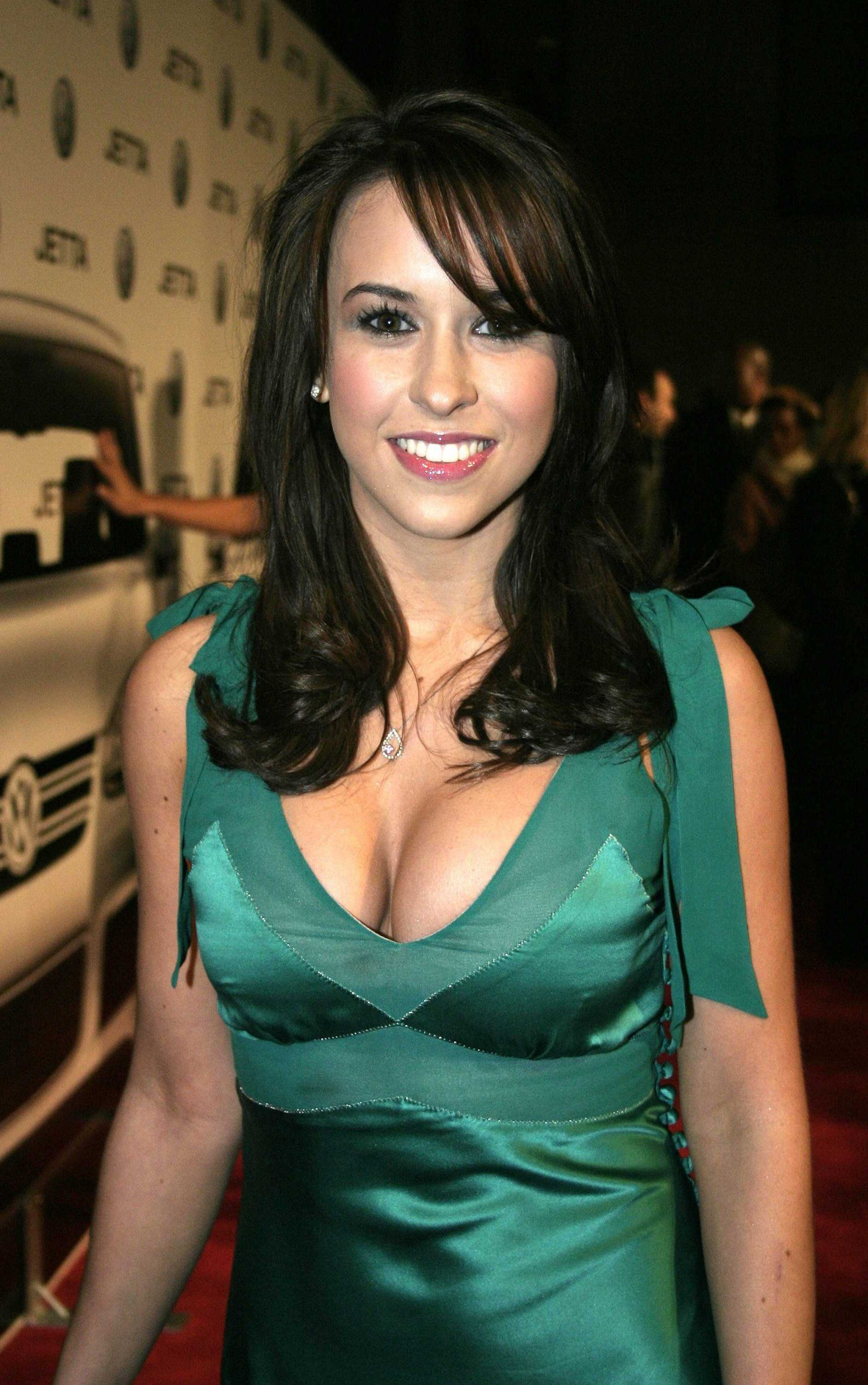 Lacey Chabert hot boobs pic
