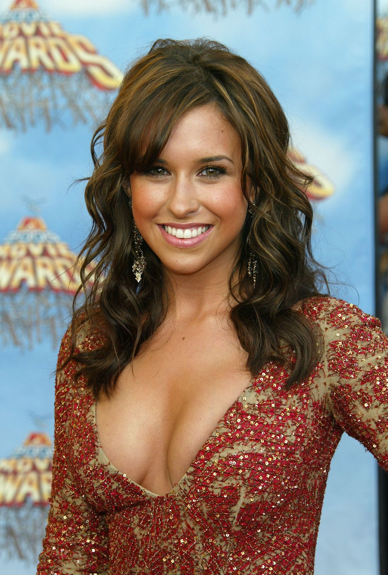 Lacey Chabert hot cleavage pic