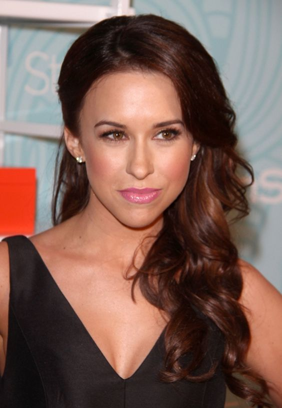 Lacey Chabert hot women pic looking stunning