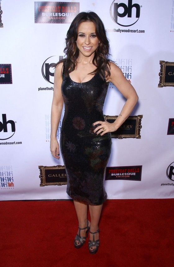 Lacey Chabert sexy in red carpet