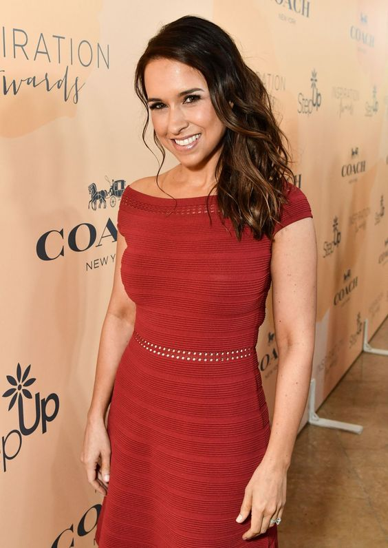 Lacey Chabert sexy look